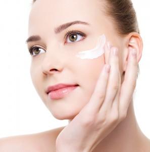 Cara hidratada 297x300 Cómo aplicar cremas en el rostro